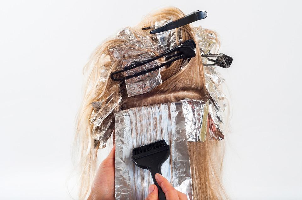 Coloration de cheveux : les mèches et les balayages